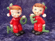 VINTAGE 1956 NAPCO CHRISTMAS NOEL PAIR OF SALT & PEPPER SHAKERS MADE IN JAPAN.