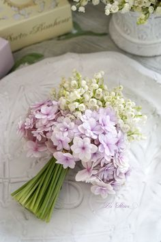 Soft purple and white flowers bouquet. Green Flowers, My Flower, Flower Art, Beautiful Flowers, White Flowers, Beautiful Flower Arrangements, Floral Arrangements, Wedding Bouquets, Wedding Flowers