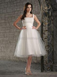 Knee-length Lace Wedding Dress