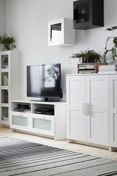 Enjoy the view in your living room (even when the TV is turned off)! IKEA TV and media furniture can be tailored to your style and functional needs. Find the perfect partner for your TV, media gadgets and other living room must-haves.