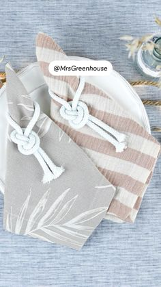 Sew Mama Sew, Diy Upcycling, Diy Greenhouse, Sewing Lessons, Sewing Box, Cloth Napkins, Sewing For Beginners, Sewing Techniques, Sewing Projects