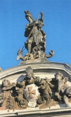 Stift Herzogenburg, Georgitor: Putti halten das Stiftswappen, darüber ist der hl. Georg