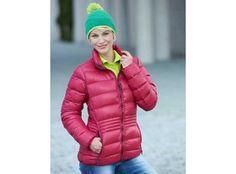 Leichte #Daunenjacke mit Stehkragen in sportlichem #Style . Winter Jackets, Lady, Coat, Awesome, Fashion, Corporate Gifts, Mandarin Collar, Sporty, Jackets