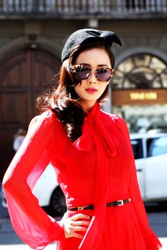 Red dress and Miu sunglasses. style in Red Fashion, Look Fashion, Fashion Beauty, Vintage Fashion, Womens Fashion, Fashion Trends, Inspired Outfits, Look Cool, Lady In Red