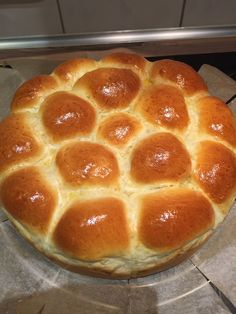 Wunderbar fluffige französiche Brioche – SasasLieblingsrezepte The Effective Pictures We Offer You A Bakery Recipes, Donut Recipes, Gourmet Recipes, French Brioche, Brioche Loaf, Brioche Donuts, Easy Bread Recipes, Chicken Recipes, Pampered Chef