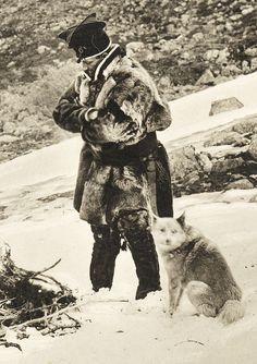 Samisk mann og hund fra Sverige, første del av 1900-tallet. saamiblog.blogspot.com/