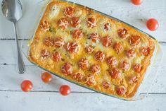 Een super lekkere en romige gehakt en courgette ovenschotel. Met een krokante laag kaas en tomaatjes. Staat binnen een uur op tafel.