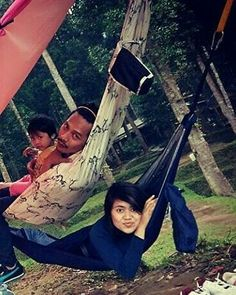 Hammockan bareng suami tercinta  @mirralest  #hammock #hammocklife #hammockliving #hammocktime #aphchammock #qualitytime #liburbareng #javanaspa #family  #indonesia by @ap_hammock