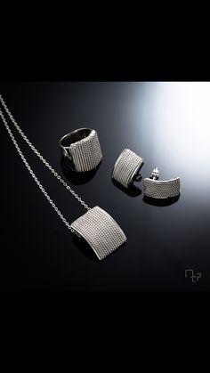Las historias se cuentan y comparten con la gente mas querida. #UnaVerdaderaJoya #ElArteDeRegalar #LaJoyaDel14  #MauricioSerrano #Mexico #2015 #Love #Fashion #Art #Joyas #Diseñador #Plata #Jewelry #Silver #Happiness #Trends #Gifts #SanValentines #Ring #Earings #Pendant #Anillo #Aretes #Dije