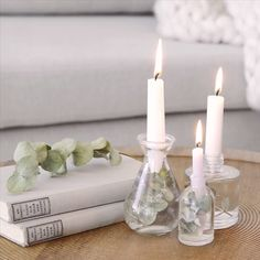 DIY minimalist candle holder - Wintry, reserved and très chic! With this candle holder you provide subtle Christmas accents in yo - Minimalist Candle Holders, Minimalist Candles, Wedding Decorations, Christmas Decorations, Table Decorations, Diy Home Crafts, Diy Home Decor, Deco Table Noel, Diy Décoration