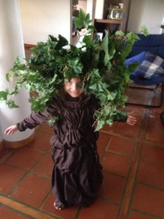 Disfraz de árbol hecho en casa
