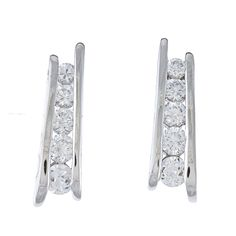 These striking La Preciosa earrings shines with five round-cut cubic zirconia. This jewelry piece is made of sterling silver and features butterfly clasp.