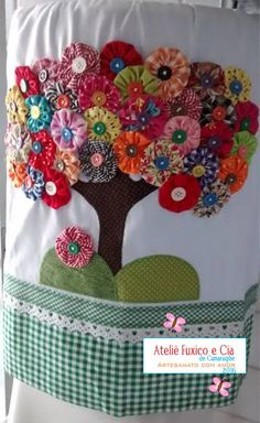 Diy Arts And Crafts Hobbies And Crafts Diy Crafts Wool Applique Applique Patterns Fabric Flowers Diy Flowers Crochet Flowers Craft Sale Fabric Crafts, Sewing Crafts, Sewing Projects, Yo Yo Quilt, Diy And Crafts, Arts And Crafts, Ribbon Sculpture, Wool Applique, Applique Designs