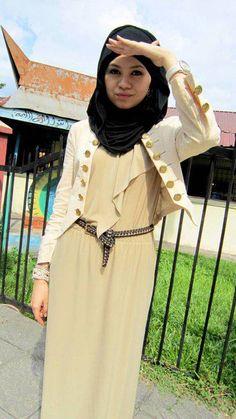 #hijab .... maxi dress , white jacket , a belt and dark scarf .
