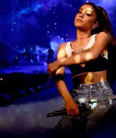 Ariana grande-slay photo.:).
