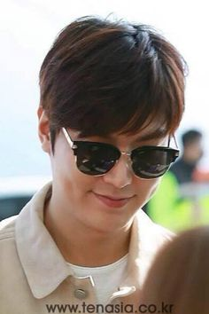 2016 March 24 (Thurs) #Korean #Actor #LeeMinHo Depart #KOREA Incheon #Airport To #MALAYSIA For #Brand #Kyochon ( #Friend #Chicken #Restaurant ) #Promotion #Event on 25 March (Fri).  (Source:  Media: Ten Asia :[ http://m.media.daum.net/m/entertain/newsview/20160324163446197] @ 16:34 hours (KST).(Part A: P-02)  THIS Post: 25 March 2016 (Friday)