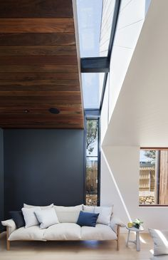 Modern architecture blurs the line between walls and windows. See the best of modern windows in most unconventional sizes, frames, and shapes. Contemporary Windows, Modern Windows, Home Interior Design, Interior Architecture, Interior And Exterior, Living Spaces, Living Area, Living Room, New Homes