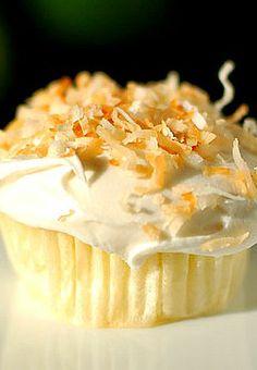 Key Lime Cupcakes with Coconut Buttercream   Shewearsmanyhats.com