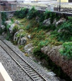 N Scale Train Layout, Ho Train Layouts, N Scale Trains, Ho Trains, Model Trains, Ho Train Track, Train Tracks, Building Layout, Building Structure