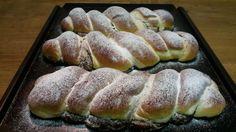 cukr 100 mlolej lmléko 2 ksbílky (žloutky na… Albanian Recipes, Yeast Bread, Pudding, Pampered Chef, Kakao, Pavlova, Hot Dog Buns, Sushi, Cake Recipes