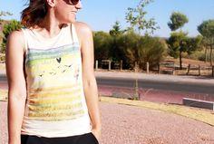 Look casual con falda pantalón de Zara de otras temporadas, camiseta amarilla de Pull&Bear también de otras temporadas y complementos de Zara SS15: palas amarillas con tachas y clutch en blanco.