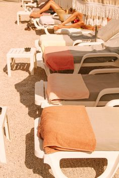 summer poolside towels aesthetic summer aesthetic pool s Beige Aesthetic, Summer Aesthetic, Orange Aesthetic, Flower Aesthetic, Travel Aesthetic, Aesthetic Fashion, Summer Feeling, Summer Vibes, Muted Colors