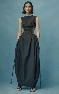 May 2020 - The complete Christopher Esber Pre-Fall 2020 fashion show now on Vogue Runway. Fashion Week, Diy Fashion, Runway Fashion, Fashion Outfits, Fashion Tips, Fashion Trends, High Fashion Dresses, Fall Fashion, Korean Fashion