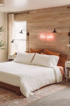tips on bedroom wall decoration Wood Panel Walls, Plank Walls, Wood Paneling, Wood Accent Walls, Wood Planks, Accent Wall Bedroom, Bedroom Decor, Wood Wall In Bedroom, Ideas For Bedroom Walls