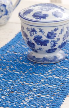 Sweet Clover Table Runner Free Pattern from Aunt Lydia's Crochet Thread