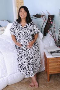 Gown designed to keep you covered during labour but with easy access for doctors