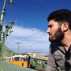 Some good profile. #greenbridgebudapest #yellowtramsofbudapest #armenianfiance #hungary🇭🇺 #budapest #jesuistombeesouslecharme