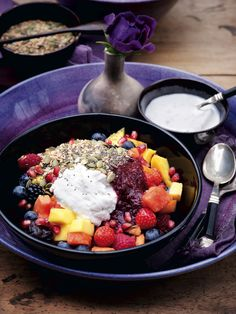 I eat this every morning: fruit salad with coconut milk and mixed seeds - Pascale Naessens (breakfast fruit mornings) Pureed Food Recipes, Super Healthy Recipes, Healthy Foods To Eat, Salad Recipes, Good Food, Yummy Food, Vegetable Nutrition, Other Recipes, Vegan Desserts