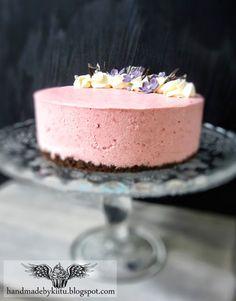 Oh My Muffin! - Handmade By Kiitu: Strawberry/lime cheesecake / Mansikka/limejuustokakku