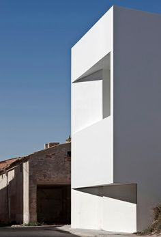 The House on the Side of a Castle. Location: Valencia, Spain; firm: Fran Silvestre Arquitectos
