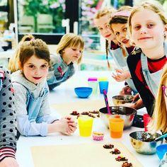 Vogelnestjes op een cupcake Cupcake, Chair, Furniture, Home Decor, Decoration Home, Room Decor, Cupcakes, Cupcake Cakes, Home Furnishings