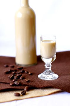 Likier Kawowy w 3 minuty! - Just My Delicious Christmas Cocktails, Irish Cream, Balanced Diet, Just Me, Spice Things Up, Glass Of Milk, Diet Recipes, Panna Cotta, Alcoholic Drinks