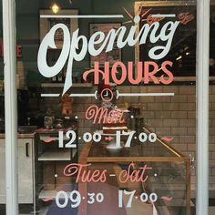 Window graphics are a great way to display opening hours! Cafe Window, Window Signage, Window Art, Window Decals, Storefront Signage, Painted Letters, Painted Signs, Window Writing, Menue Design