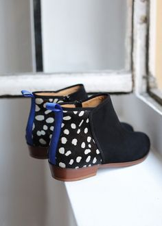 Sezane, holy shit these are amazing Estilo Fashion, Fashion Mode, Look Fashion, Fashion Shoes, Girl Fashion, Bootie Boots, Shoe Boots, Ankle Boots, Flat Booties