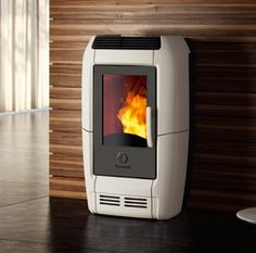The subtly elegant Ambra pellet stove carries a clear hint of modern creativity. With its striking asymmetric body, Ambra measures 27 cm deep, so you Read Modern Wood Burning Stoves, Wood Burning Heaters, Wood Stoves, Stove Heater, Pellet Stove, Electric Range Cookers, Retro Fridge, Vintage Stoves, Deco