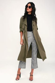 Green Trench Coat, Trench Coat Outfit, Fur Trim Coat, Suede Coat, Outfit Ideas, Khaki Trenchcoat, Olive Green Outfit, Olive Jacket Outfit, Outfits