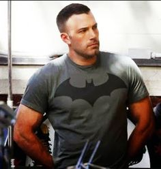 The Batman v Superman Ben Affleck workout required two different routines. First, Affleck got big for his role with a muscle-building workout. Then, he used a fat-burning routine to get lean. To become Batman, Ben Affleck shaped his physique with a combination of these two different workout routines. In Batman v Superman: Dawn of Justice,