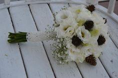 Jesienny bukiet ślubny z szyszkami