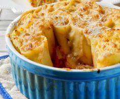 I paccheri ripieni sono un primo piatto di origine napoletana, perfetto da preparare in qualunque occasione.