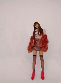 Blackpink Lisa Her long legs tho 😍😍😍 Blink I Miss You, I Miss You Guys, Blackpink Fashion, Fashion Models, Fashion Outfits, Kpop Outfits, Divas, Jennie Blackpink, Blackpink Lisa
