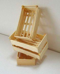 Ressorti des cartons, je remets en ligne ce petit tuto sur la fabrication des cageots...    Il est amusant de fabriquer différentes var...