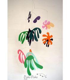 Kids Birthday Party Ideas, Maternity Photography, Kids Crafts, Modern Nursery Decor, Family Blog | http://www.100layercakelet.com/2013/07/11/modern-mobile-ideas/