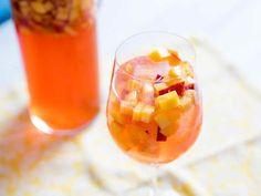 Sangria au rosé au thermomix. Envie d'une excellente boisson pour atténuer votre soif? Voici une recette de sangria au rosé, simple et facile à réaliser au thermomix.