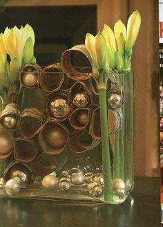 amaryllis and bark - Amaryllis und Rinde Christmas Centerpieces, Flower Centerpieces, Flower Decorations, Christmas Decorations, Christmas Design, Rustic Christmas, Christmas Home, Xmas, Deco Floral