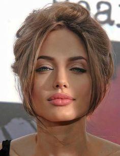 Tomb Raider Angelina Jolie, Angelina Jolie Photos, Beautiful People, Beautiful Women, Catherine Zeta Jones, Italian Beauty, Pitta, Great Hair, Brad Pitt
