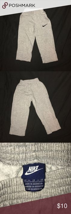 Toddler Boys Nike Sweatpants Heather gray, a little wear from washing but still in great shape Nike Bottoms Sweatpants & Joggers